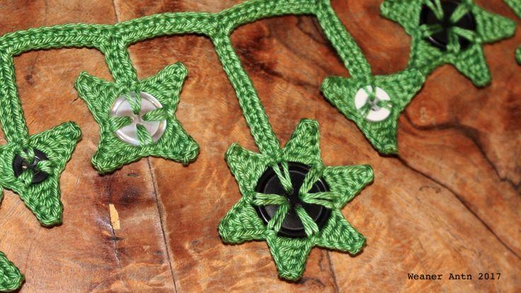 gehäkelte Sternenkette mit recycelten Knöpfen - mehr unter www.weanerantn.at