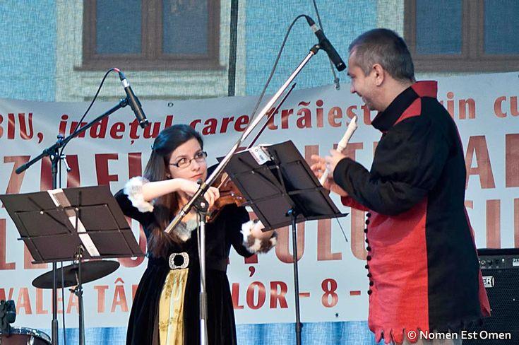 La festivalul medieval Medias, Raluca Maria Constantin a incendiat atmosfera cu a sa vioară.