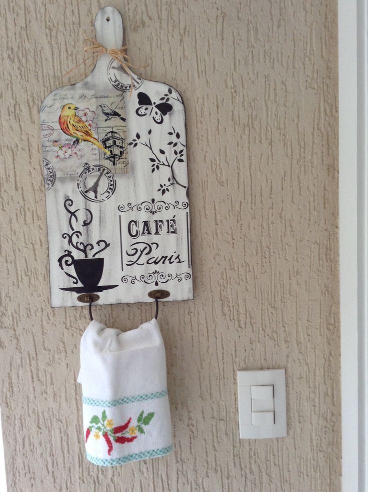 Porta toalha com pintura feito à mão, madeira MDF, 3mm,acabamento em verniz. <br>O valor é o produto + o frete.