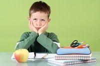 Κολατσιό στο σχολείο, από το σπίτι Μην ξεχνάμε πως ο εγκέφαλος χρειάζεται κάθε τέσσερις ώρες γλυκόζη, η οποία βρίσκεται στα τρόφιμα. Ο αριθμός των ενδιάμεσων γευμάτων στο σχολείο ποικίλει ανάλογα με τις ανάγκες του κάθε παιδιού και τις δραστηριότητές του http://bit.ly/1a6Q3o8