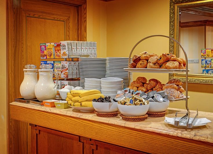 Hotel Elysee New York - Complimentary continental breakfast at the Hotel Elysee in NYC