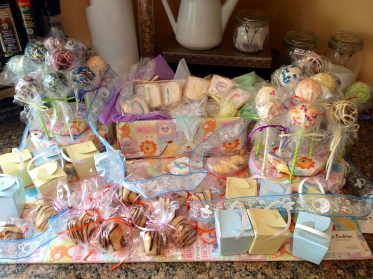 Baby Shower Sweet table by Message Cookies  http://www.messagecookies.ca