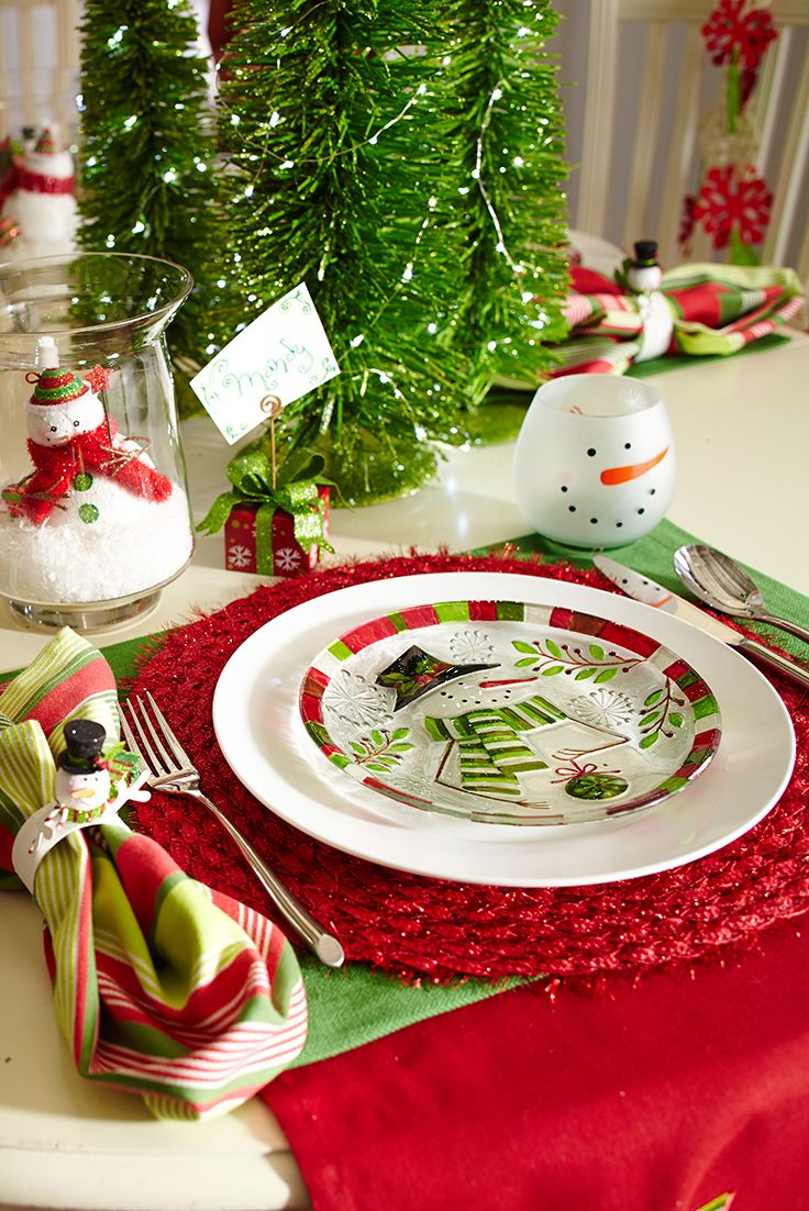Merry and bright—just as Christmas should be. Put a modern, family-friendly twist on your table with the classic red and green color palette. Rattan trees become a simple centerpiece opposite tinsel placemats. And our favorite frosty friend has arrived just in time to celebrate, appearing on glassware, napkin rings and dinnerware. Welcome home for the holidays.