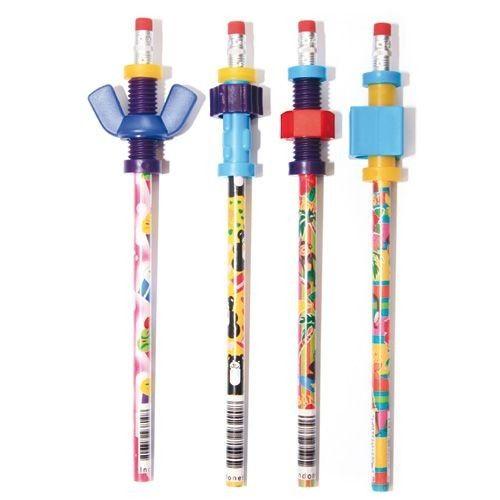 Ces 4 crayons à papier sont équipés d'embouts à manipuler : des écrous de différentes formes à tourner à l'infini, d'autres formes à faire virevolter pour occuper ses mains et aider à la concentration. Vous pouvez glisser facilement les embouts sur d'autres crayons lorsque ceux d'origine sont usés. Embouts en plastique dim. 4,5 cm. Dès 3 ans.