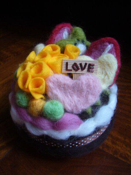 Cake music box made of wool