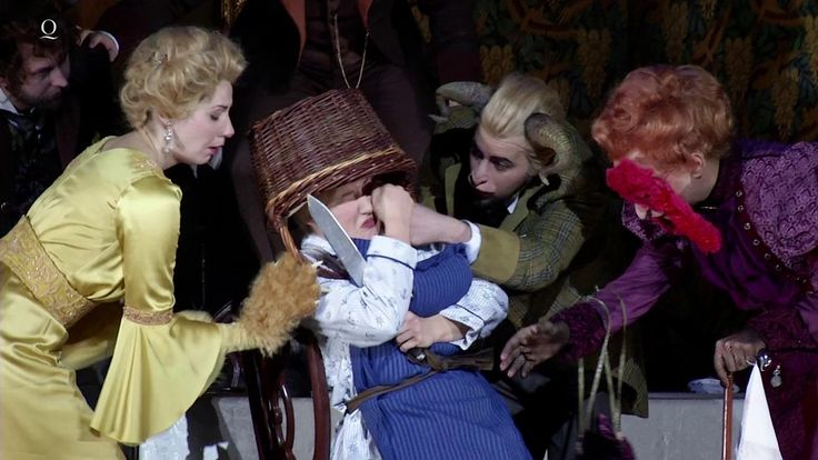 WO DIE WILDEN KERLE WOHNEN - Fantastische Oper von Oliver Knussen  Generationen von Kindern kennen Maurice Sendaks Bilderbuch-Klassiker Wo die wilden Kerle wohnen von 1962. Für die Vertonung des nur 333 Wörter umfassenden Buches durch den britischen Komponisten Oliver Knussen (1952) schrieb Sendak selbst das Libretto. Der Komponist malte die Welt der wilden Inselbewohner in an Debussy und Ravel erinnernden leuchtenden Klangfarben aus. Die wilden Kerle singen sogar in einer eigenen…