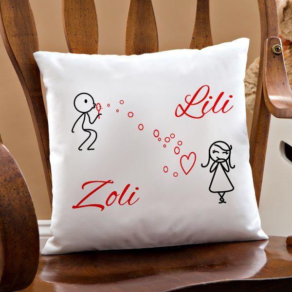 Szerelmes párna egyedi nevekkel - Az egyedi neves szerelmes párna igazán kedves, szívet melengető személyes ajándék. A párnára Ön határozhatja meg, hogy milyen neveket írjunk. Lepje meg szerelmét egy ilyen párnával, melyet egy kedves grafika díszít. Ezzel az ajándékkal biztosan boldoggá teszi Őt!  - Egyedi fényképes ajándékok webáruháza - www.kepesajandekom.hu