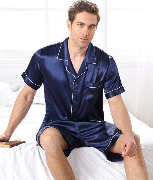 5c45f605 Herre silke pyjamassæt kortærmet top og shorts i 19momme silke. Denne  pyjamas er et must