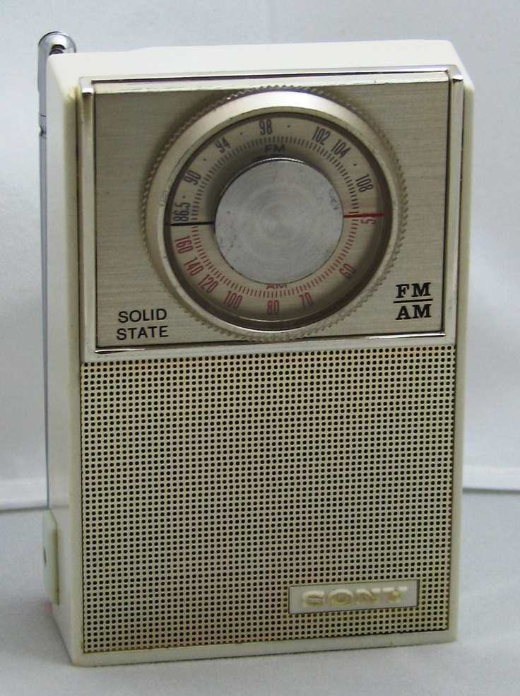 a vintage sony model 2f 23w am fm transistor radio it is. Black Bedroom Furniture Sets. Home Design Ideas