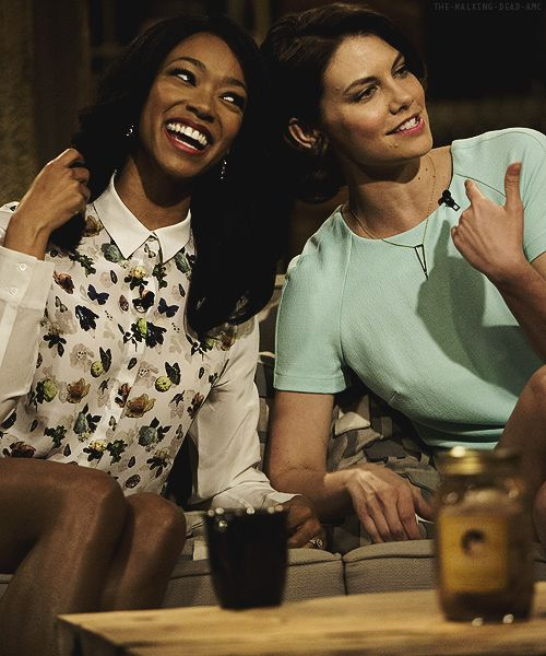 "Sonequa Martin-Green & Lauren Cohan on Talking Dead - ""GIMMIE AN H - O - P- E"""