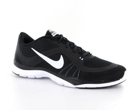 De zwarte Nike Flex Trainer 6 is een zeer lichte fitnessschoen met een sportieve look voor dames. De schoenen zijn voorzien van een zacht gevulde enkel kraag voor comfort en stevigheid. De bovenkant van de schoen is grotendeels gemaakt van mesh, dit zorgt voor extra ventilatie rondom de voet. #Nike #trainingsschoen #damesfitnessschoen #fitnessschoen