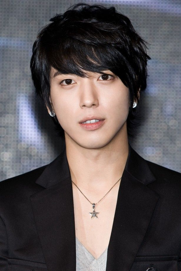Jung Yong Hwa talks dream girl and marriage. (Note From Gwyn - If only I weren't married and crazy about my husband! LOL! I'd be Yong Hwa's perfect lady!)