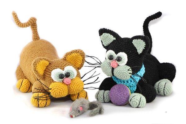 Häkle Dir jetzt zwei tolle Katzen, eine sitzend + eine geduckt beim Anschleichen. Das wird super. Leg gleich los mit der Lieblingswolle. Viel Spaß dabei.