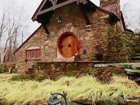 The Ultimate Hobbit House - Bilbo Baggins would feel right at home in this Pennsylvania cottage.