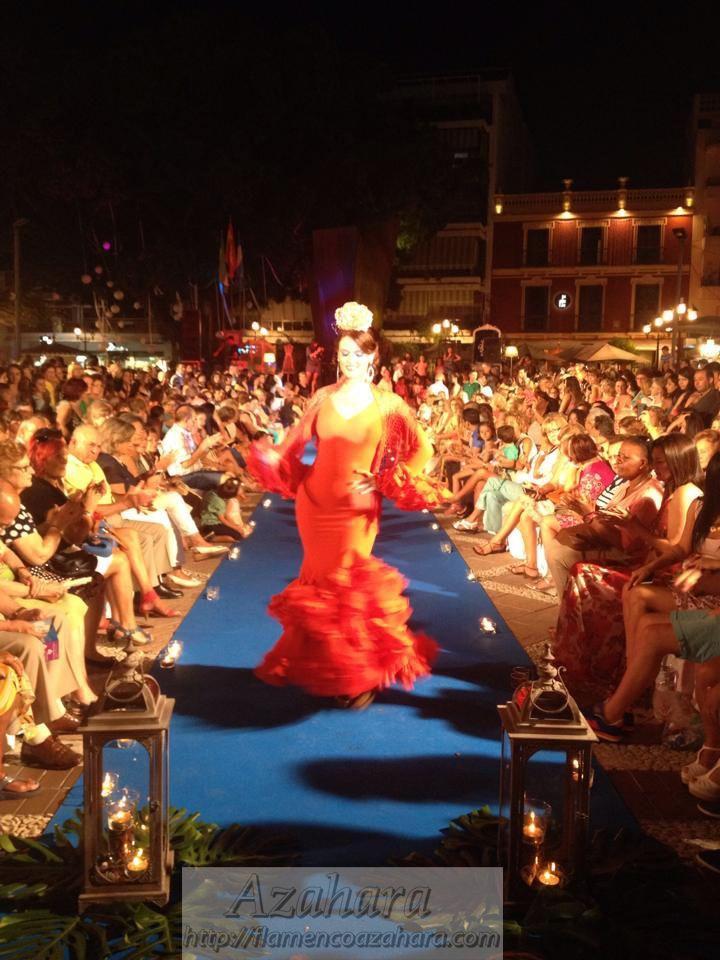 #Desfile #moda #flamenca en la #NocheViva de #Fuengirola. Imagen de la pasarela. #flamencoazahara