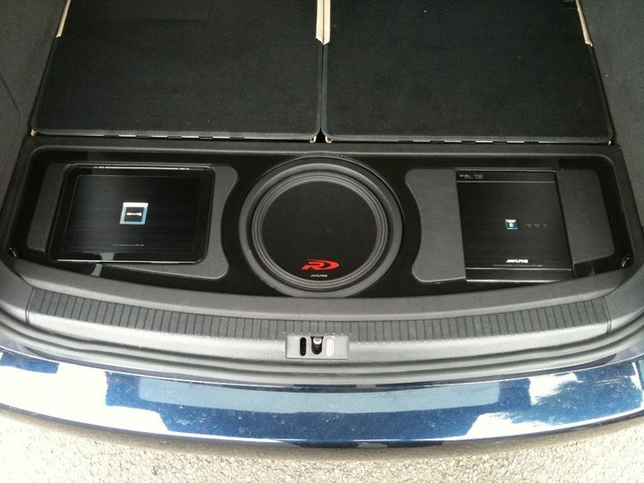 pdx amp swr t10 and pxa h800 in the boot of a vw touran. Black Bedroom Furniture Sets. Home Design Ideas