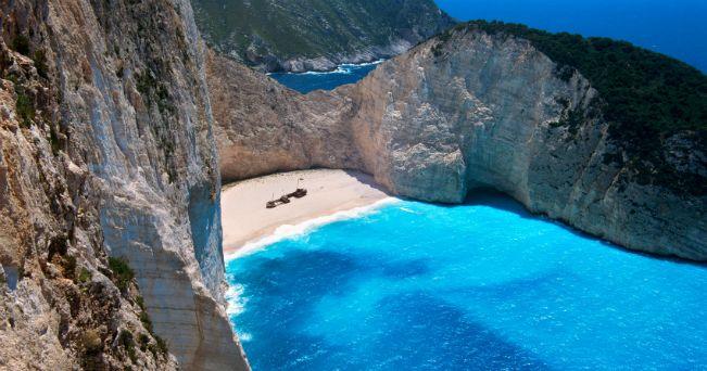 Veduta della spiaggia del relitto di Zante (foto Milestone Media)