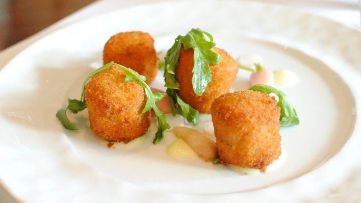La ricetta del giorno: polpette di baccalà con aioli e rucola, perché voi valete! http://winedharma.com/it/dharmag/marzo-2016/polpette-di-baccal-con-aioli-e-rucola-un-piccolo-antipasto-gourmet-pasqua