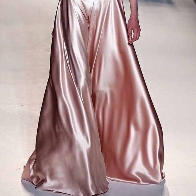 SILK   Dreamy silk gown by @jennypackham   #chosen #chosenbride #bride #wedding #weddinggown #jennypackham  #Regram via @chosenbyoneday
