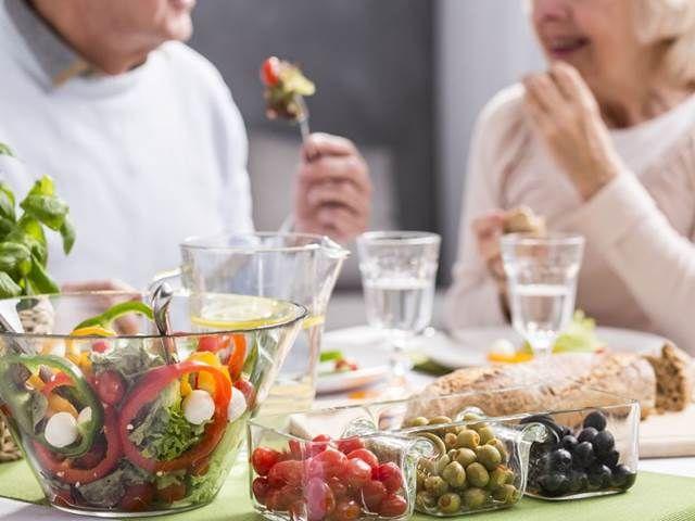 Síla a svalová hmota s věkem postupně ubývají. Bývá tomu také proto, že lidé s postupujícími roky méně posilují a ...