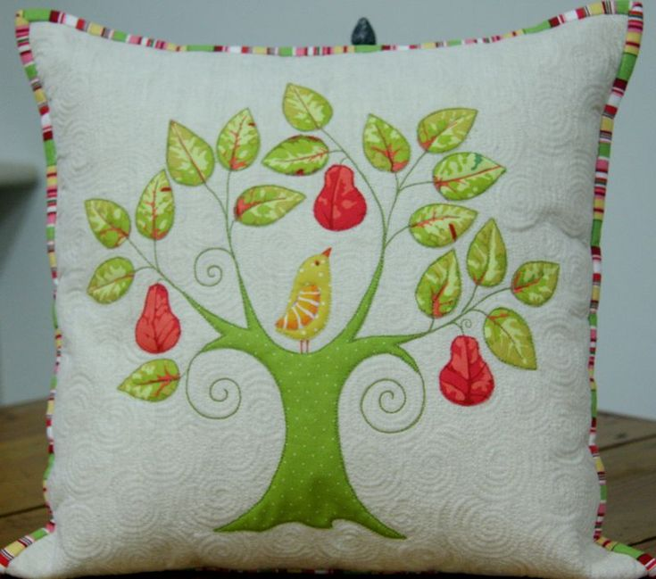 Quilt Inspiration: Oh! Christmas Tree & 258 best Adorable family tree quilt ideas images on Pinterest ... pillowsntoast.com