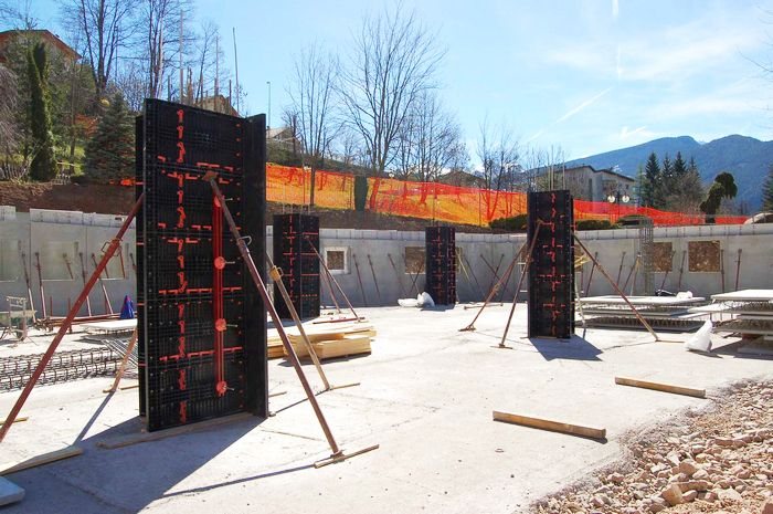 GEOPANEL STAR in the #construction_site. It a modular and reusable #formwork to infill #columns #plinths and #concrete_walls