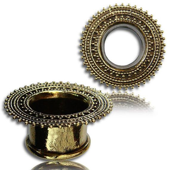 MADHAV pair of tribal plugs, mandala motif, plugs golden brass tunnels, hindu jewelry, ethnic, festival, trance, gipsy, goa, tribal Handmade, earplugs, tunnel plugs for strangled ears, brass, golden color, Gold, Metal, Welded, Brass Tribal Tunnel Plug, Mandala Lotus Flower Pattern and Ohm Sigle. To wear alone or in duet. Of tribal origin to see primitive these plugs are to wear such an ornament allowing to exhibit these ethnic gipsy ornaments with Hindu motifs, which represent you