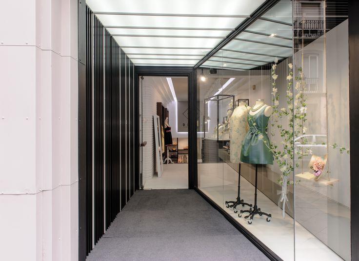 Blumé / equipoeme estudio #fachada #escaparate #diseño #tienda #ropa #accesorios #iluminación #lucernario