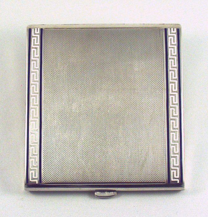 Online veilinghuis Catawiki: Zilveren sigarettenkoker met  geëmailleerde meanderranden, 1e helft 20e eeuw