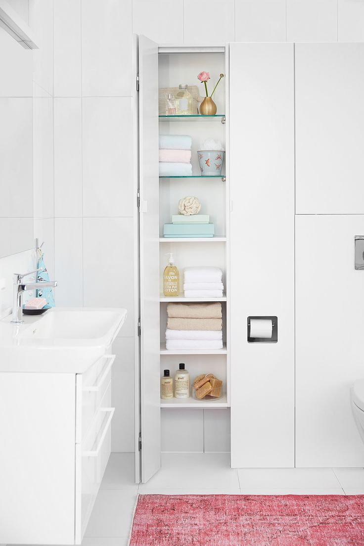 Front is a bathroom system with a choice of 24 modules. It can easily be adapted to different bathrooms and dimensions.