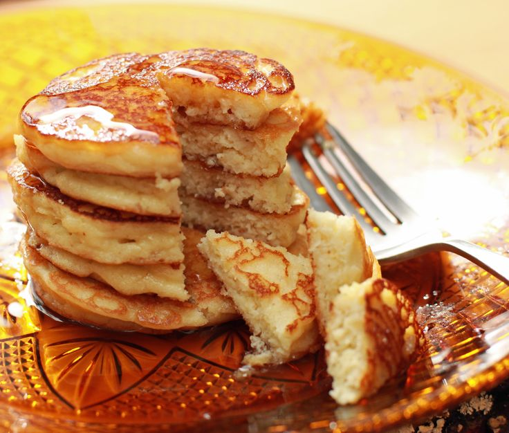Fluffy Almond Flour Pancakes...use coconut oil instead of butter and top with berries