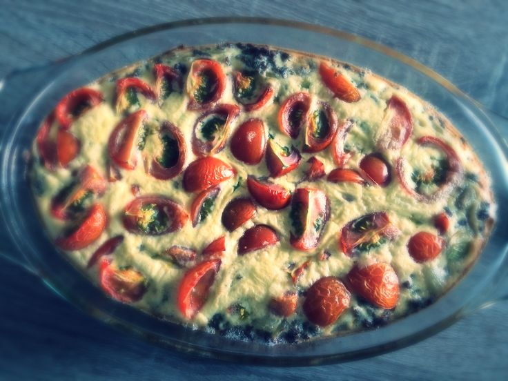 Ingrediënten   3 eieren  1 ui (ca. 65 gr)  100 gr creme fraiche  15 gr geraspte kaas 30+  250 gr champignons  250 gr cherrytomaatj...