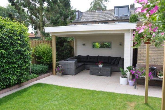 Prachtige strakke veranda aan stenen schuur mooi strak stuk gras ervoor tuin - Decoratie stenen tuin ...