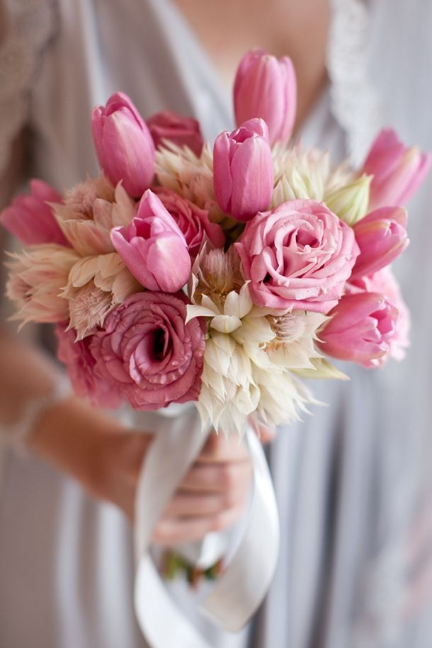 Pink bouquet with blushing brides | Cari Photography #wedding #bouquet
