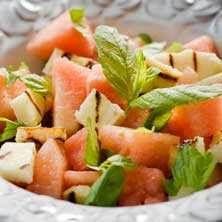 Sallad med vattenmelon, haloumi och mynta