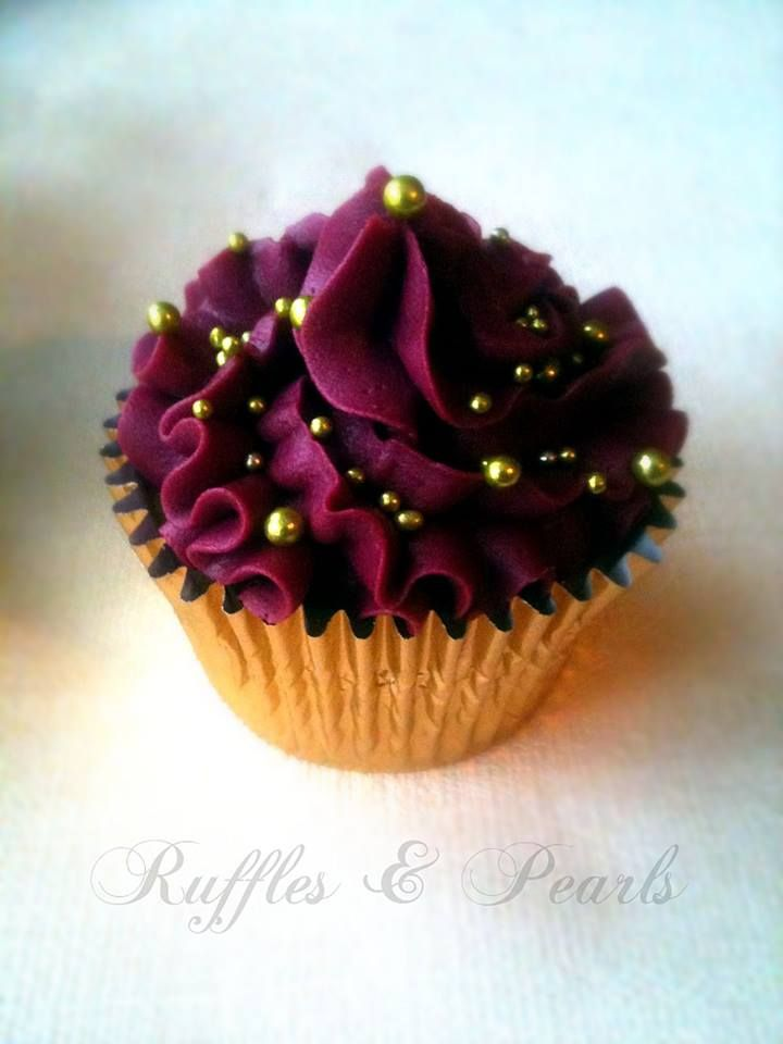 burgandy and gold cupcacke