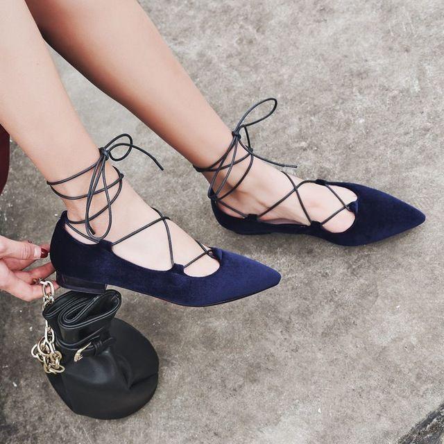 US $47.43 -- 2017 krazing pot/Классическая обувь на плоской подошве с острым носком бархат натуральная кожа Голливуд балетки ботильоны на шнуровке однотонные женские pregnat обувь купить на AliExpress