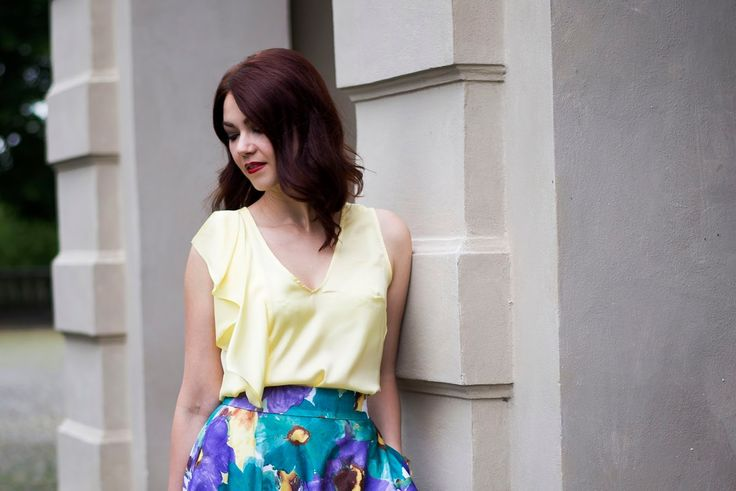 Yellow top, floral skirt, summer look