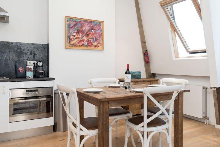 Bekijk deze fantastische advertentie op Airbnb: Prinsen Studio - Appartementen te Huur in Amsterdam