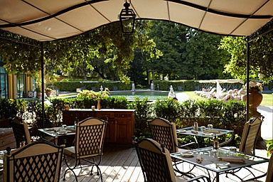 Al Fresco restaurant by the pool