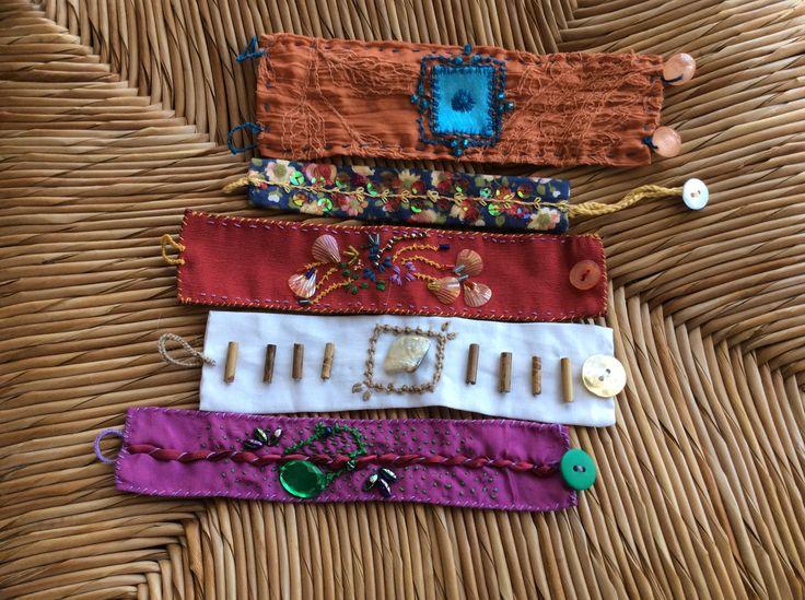 braccialetti in tessuto ricamati a mano