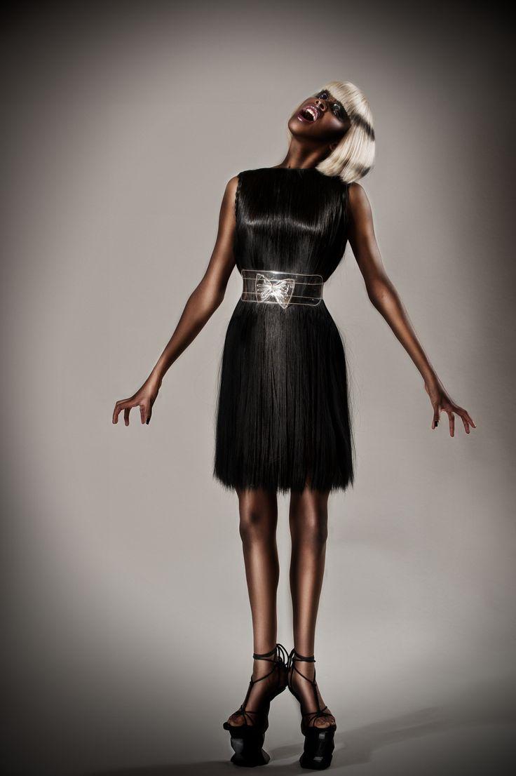 Tentoonstelling HAAR! in Centraal Museum Utrecht - Pien Jan Duivenvoorden ontwerp kleding van menselijk haar voor Coiffure Awards 2011