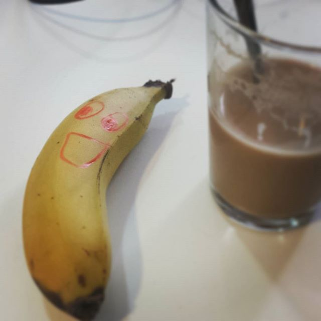 A little happy snack before lunch  #happy #snack #lunch #healthy #foodporn #banana #fruit #coffee #instamood #lol #smile