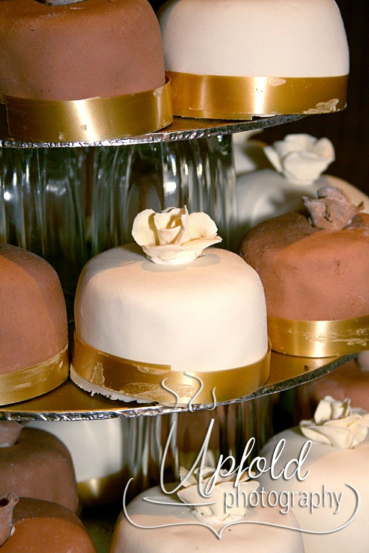 Such a neat idea, individual cakes for guests make up this bride's wedding cake. Elegant mocha and cream colouring with gold ribbon trim. Easy to serve, too. Image by Upfold Photography. ~ Individual cupcake wedding cake ~ mocha and cream cupcakes ~ Elegant wedding cake ~