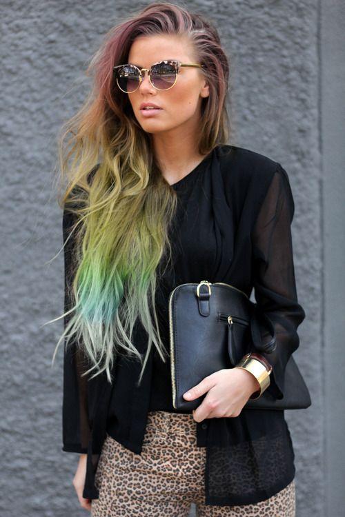 This rainbow ombré hair is the coolest!
