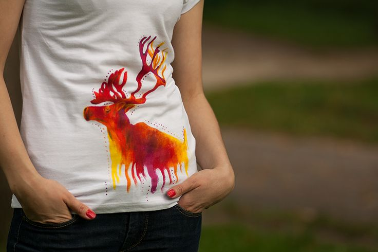 Reinder painted on woman cotton shirt. I used warm, juicy colors to create this unique animal :)