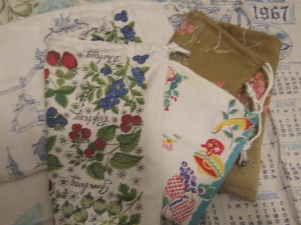 How to make produce/farmer's market bags from old dish towels and linens