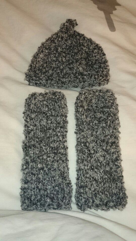 Hat and leg warmers newborn