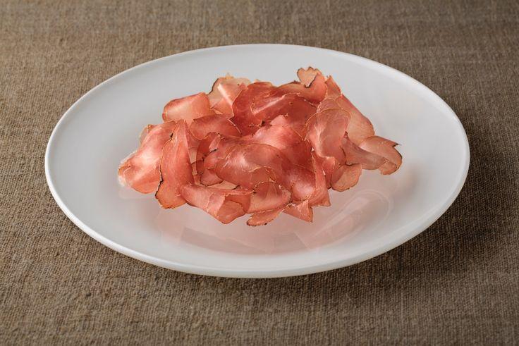 Schisc - bresaola from the Salumi Pasini FOOD collection / Schisc - la bresaola dalla collezione Salumi Pasini FOOD #salumipasini #bresaola #charcuterie #salumi