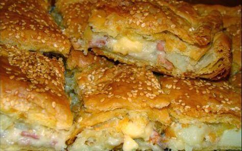 Μια εύκολη συνταγή για να απολαύσετε μια πεντανόστιμη, λαχταριστή πίτα, με πατάτες, λιωμένα τυριά, μπέϊκον και ζαμπόν σε τραγανή σφολιάτα, για μια ... αμαρ
